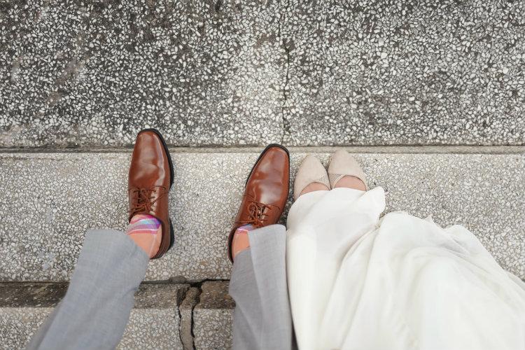 革靴を履いた男女