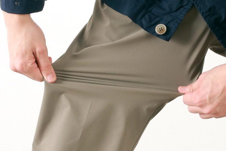 ソロテックスのズボンを引っ張る