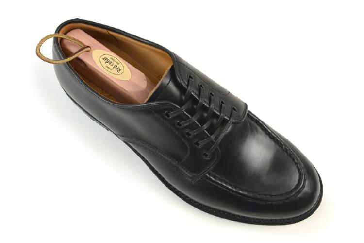 シューキーパーを革靴にセット