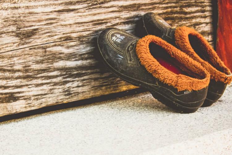 靴を立てかける