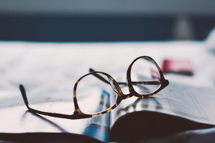 眼鏡と雑誌