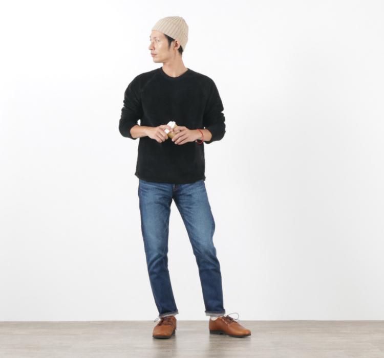 バイオグラフィーのカットパイルリバークルーの黒を着る足立