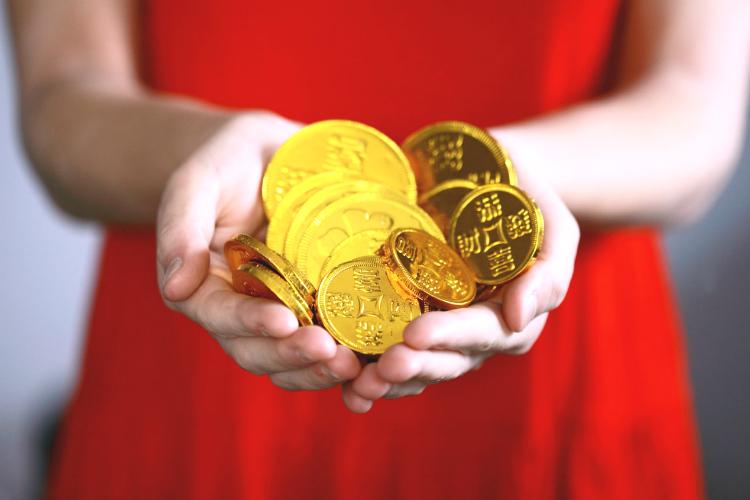 コインをくれる女性
