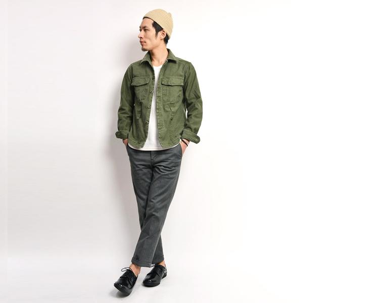 ROCOCO(ロココ) ミリタリー ファティーグジャケットを着る足立