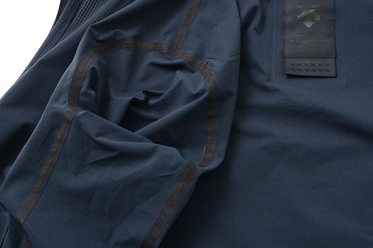 DESCENTE / ALLTERRAIN クールドット パッカブル ジャケットの生地アップ画像