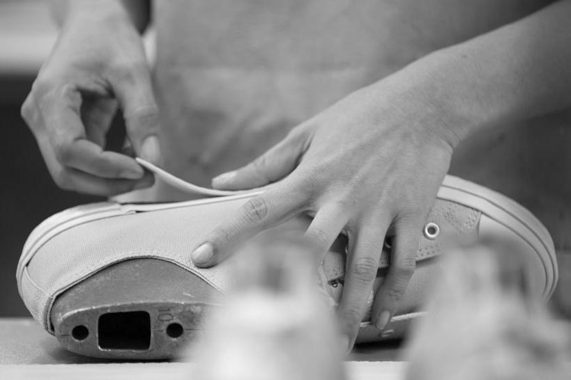 バルカナイズド製法で靴を作る職人