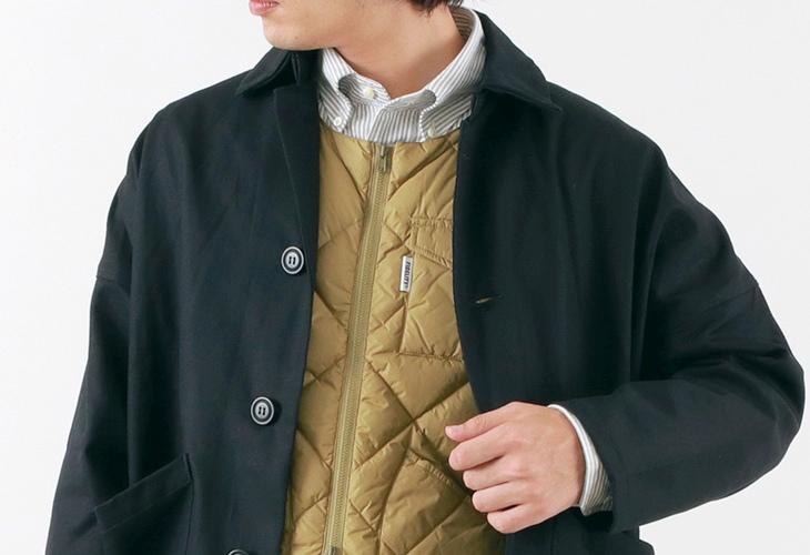 コートの中にインナーダウンを着用