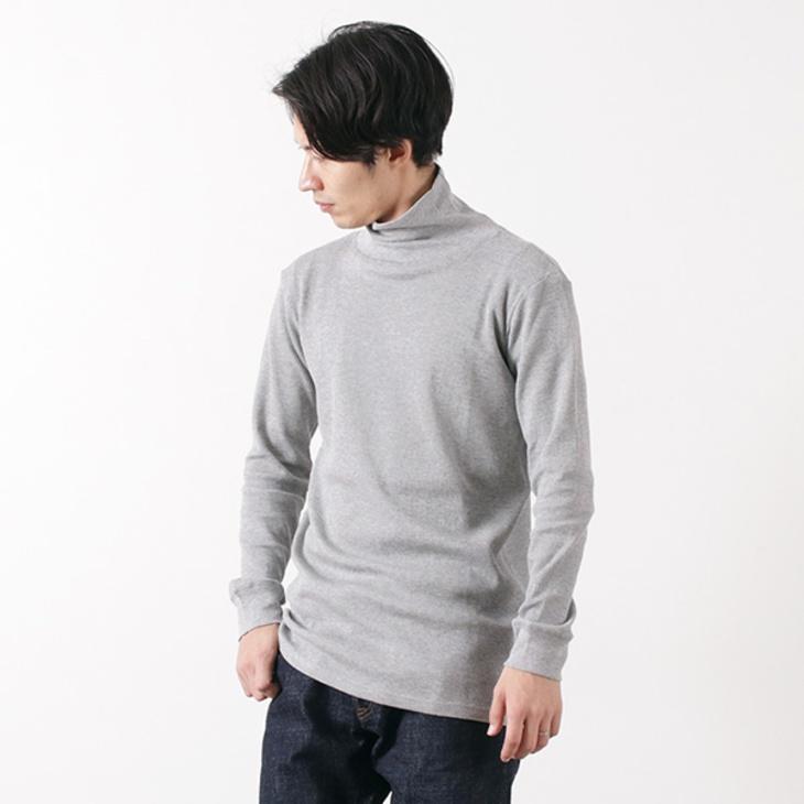 タートルネックのサーマルTシャツ